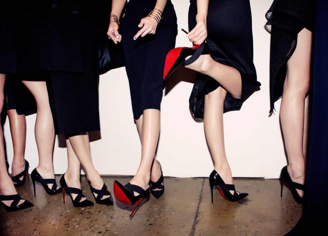 Perché le scarpe Louboutin hanno la suola rossa?